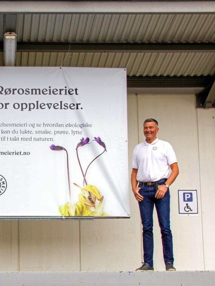 Høsten 2019 åpnet Rørosmeieriet et opplevelsessenter. På grunn av koronapandemien har det vært stengt hittil i år. På bildet er Meieribestyrer Trond Vilhelm Lund. Foto: Vilma Taubo